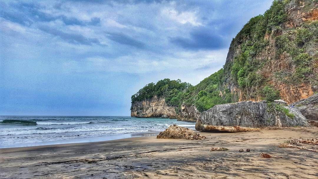 Taman Pantai Pacitanblog Pergi Comyuk Liburan