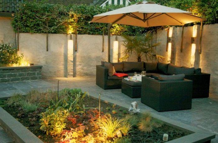 Good puristischer Garten gut beleuchteter Garten mit vielen gr nen Pflanzen und schicke Gartenm bel