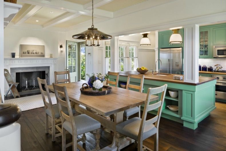 like the layout ~ not the green kitchen cabinets. open up space to