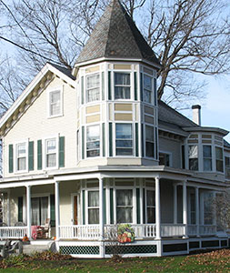 Rooms And Rates The Hugging Bear Inn And Shoppe Bed And