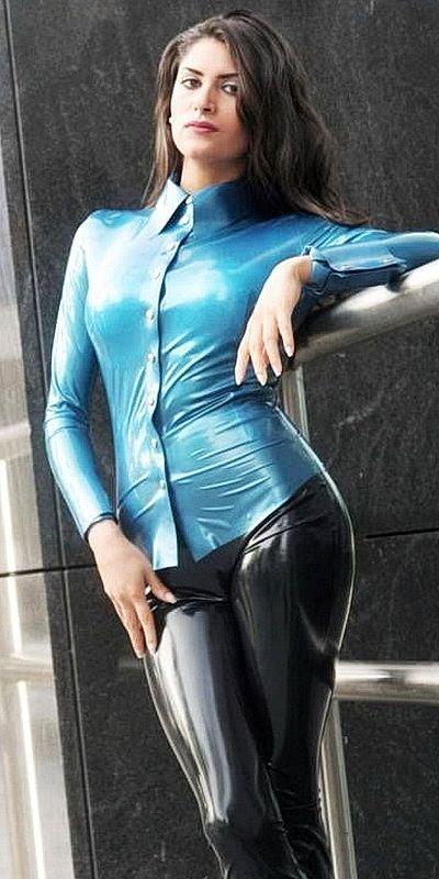 Sexy girl in latex pantz