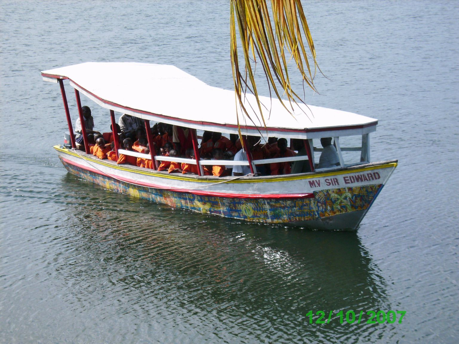 Flussfahrt als Klassenausflug - die Kinder sollen Land und