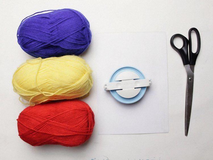 DIY-Anleitung: Bommeln mit dem Pom Pom Maker herstellen via DaWanda.com