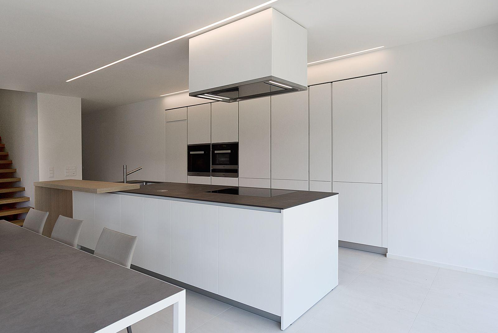 Cucina varenna alea con piano snack in legno di rovere bellissima cucina moderna di design - Cucina moderna design ...