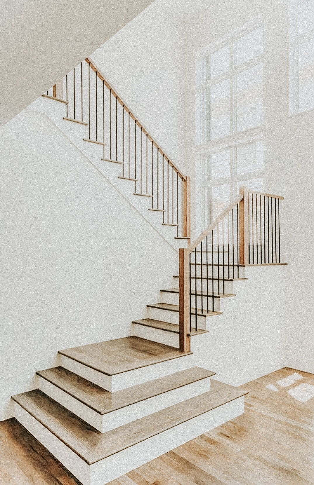 Pin By Chandler Cleveland On Dream House Modern Stair Railing Staircase Design Wood Railings For Stairs