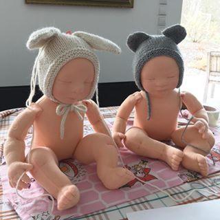 We help mom making new bonnets but we are sooo sleepy now ???? ???? #littlehannydolls #artdoll #dollart #dollartist #slowdoll #instaart #needlefelting #realisticdoll #realsizedoll #customdoll #collectdoll #dollcollecting #naturalfiberartdoll #oakdoll #waldorfinspireddoll #reborninspireddoll #reborndoll #clothesdoll #babypuppe #handmadedoll #handmade #手作 #dollsneedlefelt