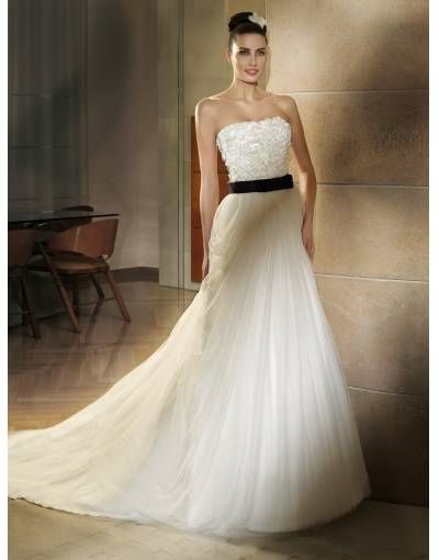 Chic Organza Strapless Court Bow Flowers A-line Wedding Dress Sale with Best Service and Fastest Shipping