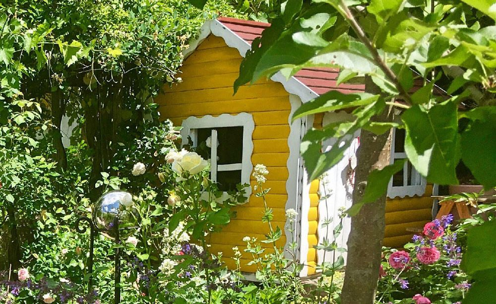 Gartenhaus Streichen So Geht S Richtig Gartenhaus Farbe Gartenhaus Garten Gewachshaus