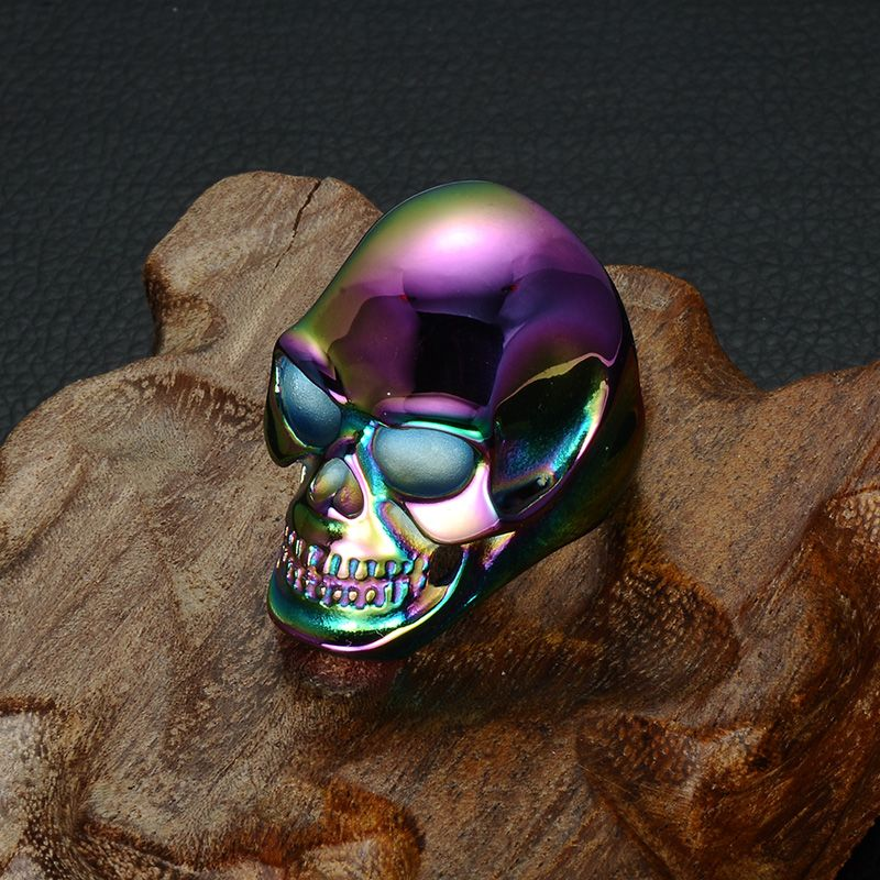Stylishly+edgy,+this+ring+showcases+a+bold+skull+design
