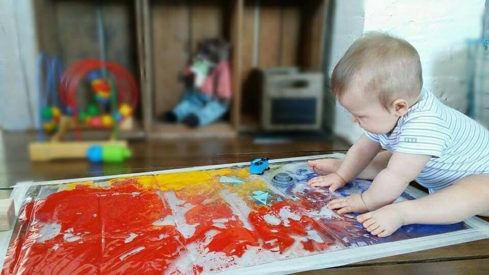 De la peinture -De l'huile végétale ou canola