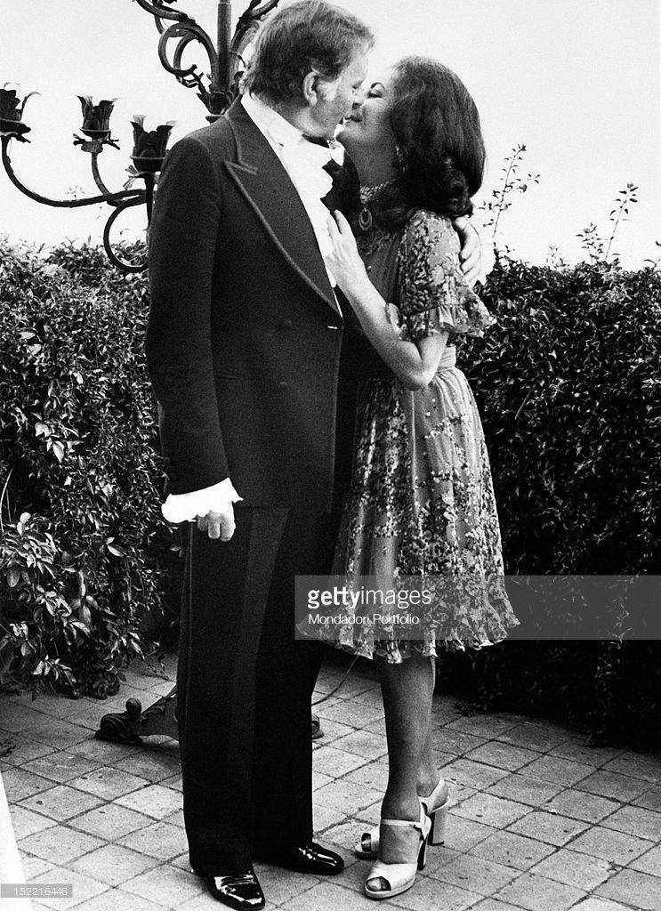 Nieuwsfoto S Elizabeth Taylor And Richard Burton Kiss Each Elizabeth Taylor Burton And Taylor Taylor