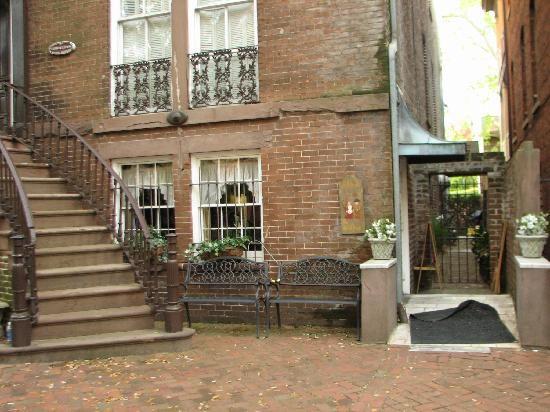 Must Eat Mrs Wilkes Boarding House On Jones Street