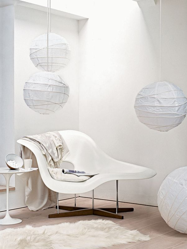The White Stuff. Photographed by Chris Everard for Living Etc. La chaise - Eames