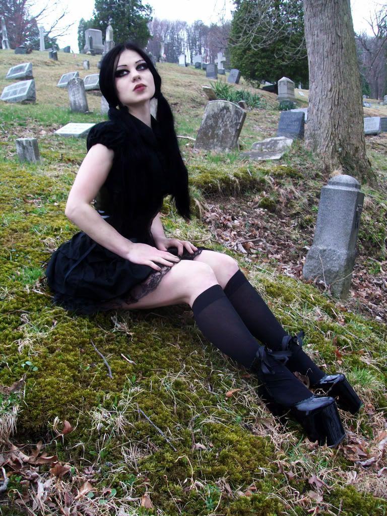 Cemetery teen porn foto 15