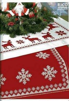 Ponto cruz, natal, toalha de mesa                                                                                                                                                                                 More