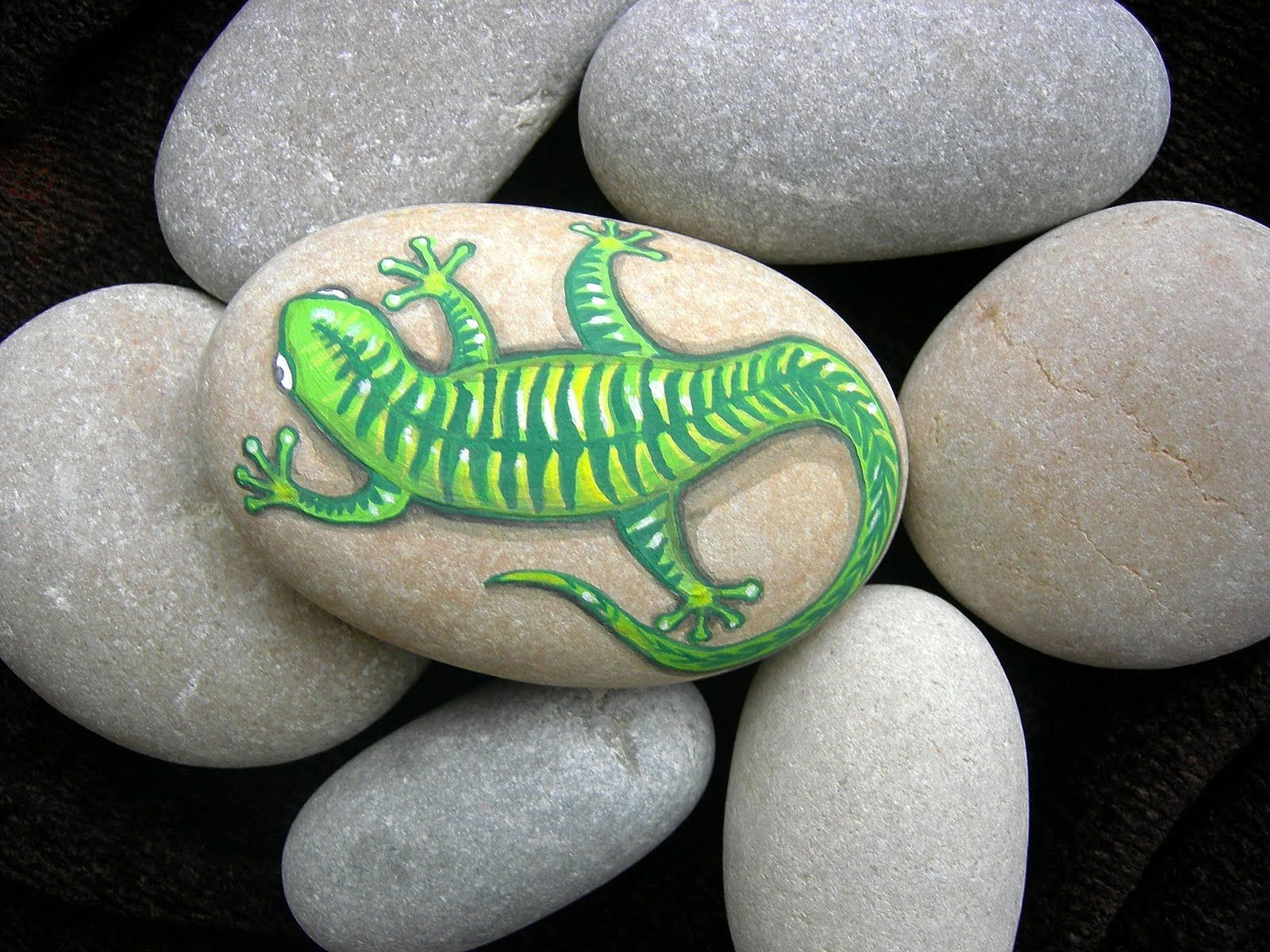 Decora con piedras pintadas   Visioninteriorista.com   Painted Rocks ...