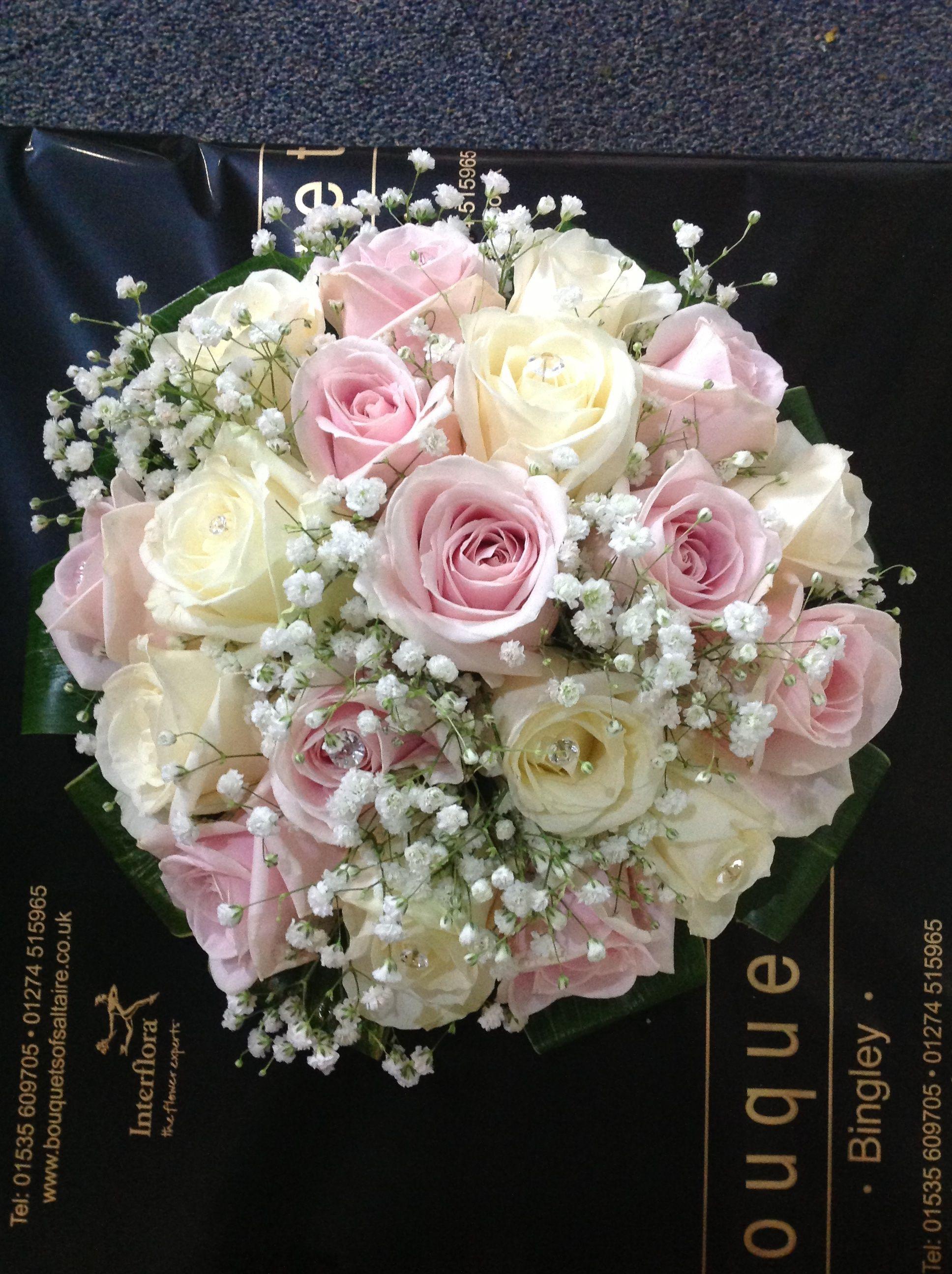 Vintage rose & gypsophila bridal bouquet #fallbridalbouquets