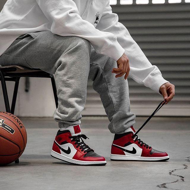 Nike Air Jordan 1 Mid Chicago Black Toe Basketball Shoes ...