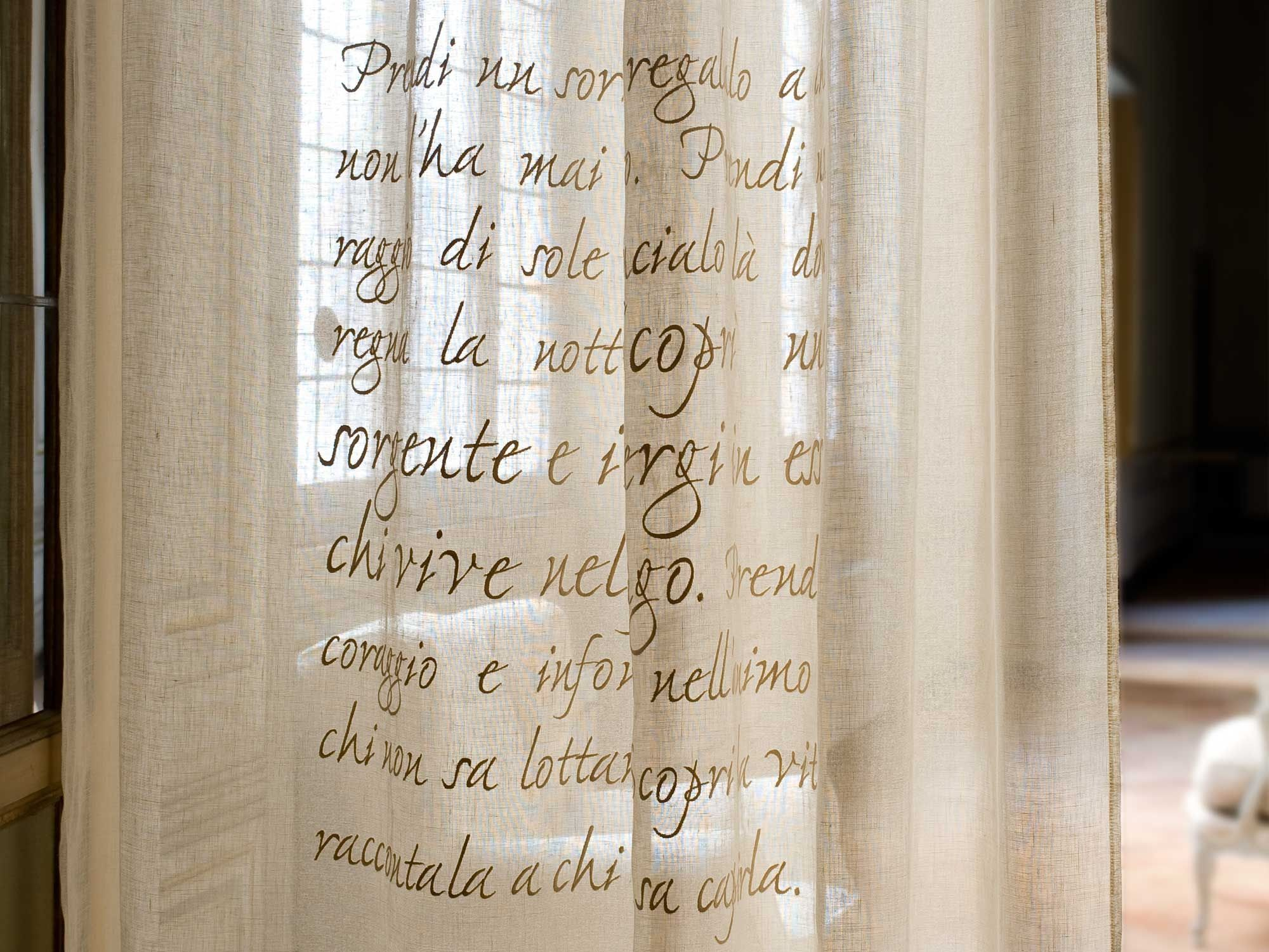 Tenda poems lino gandhi mastro rapha l for him for Mastro arredamenti