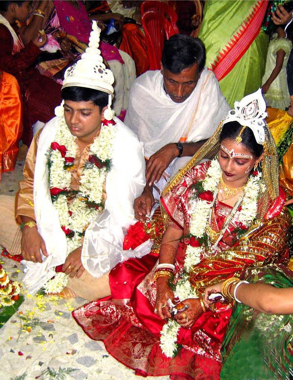 Hindu Marraige Ceremony Tying The Knot Literally A Bengali Bride