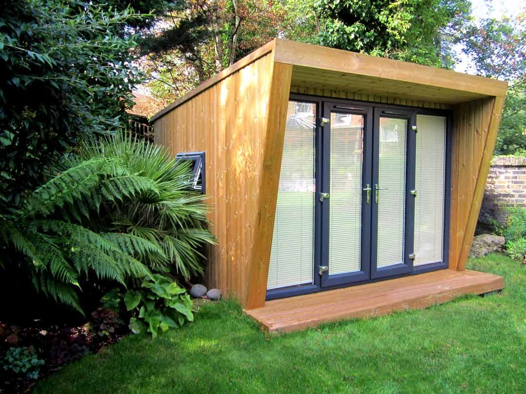 A 17m x 17m Pinnacle garden room. Paired with a set of 17.17m French