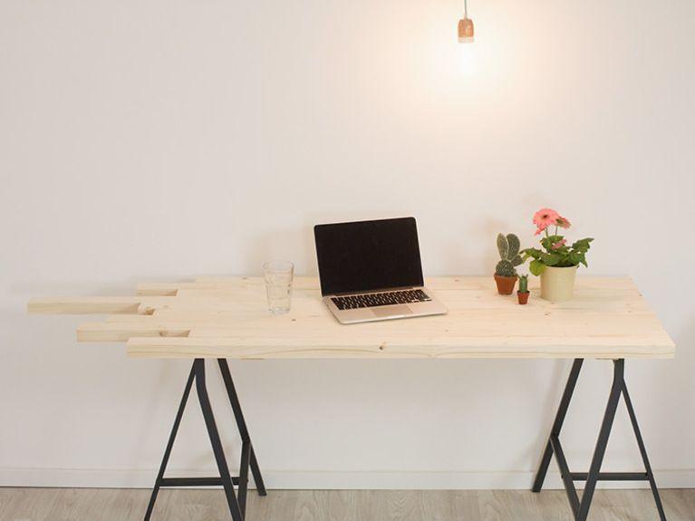 Anleitung Schreibtisch mit auslaufenden Enden aus Holzlatten - schreibtisch diy