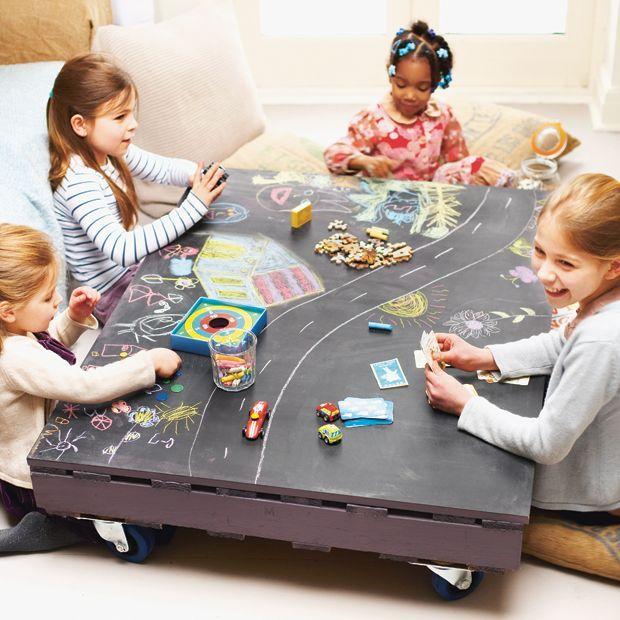 Spieltisch mit Tafelfarbe zum Selbermachen DIYIdeen