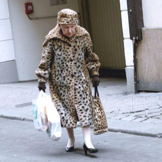 Elderly lady rockin' the leopard