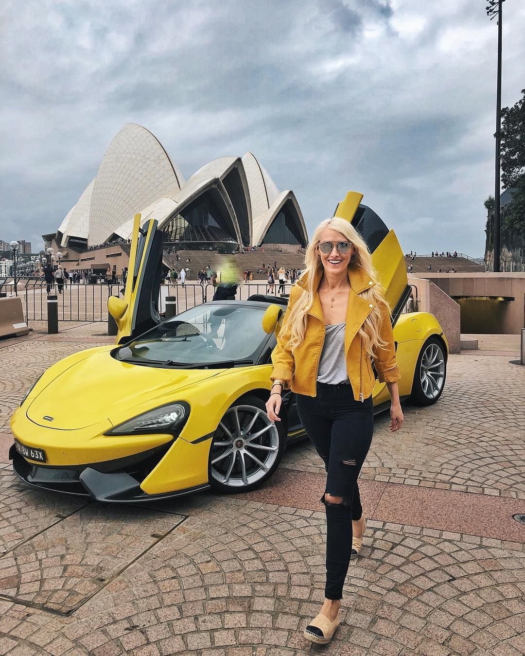 I M Not Sure If Throw Back Thursdays Is Even A Thing Anymore But The Fact I Managed To Match My Jacket To This Mclaren Is Car Girls Porsche Models Car