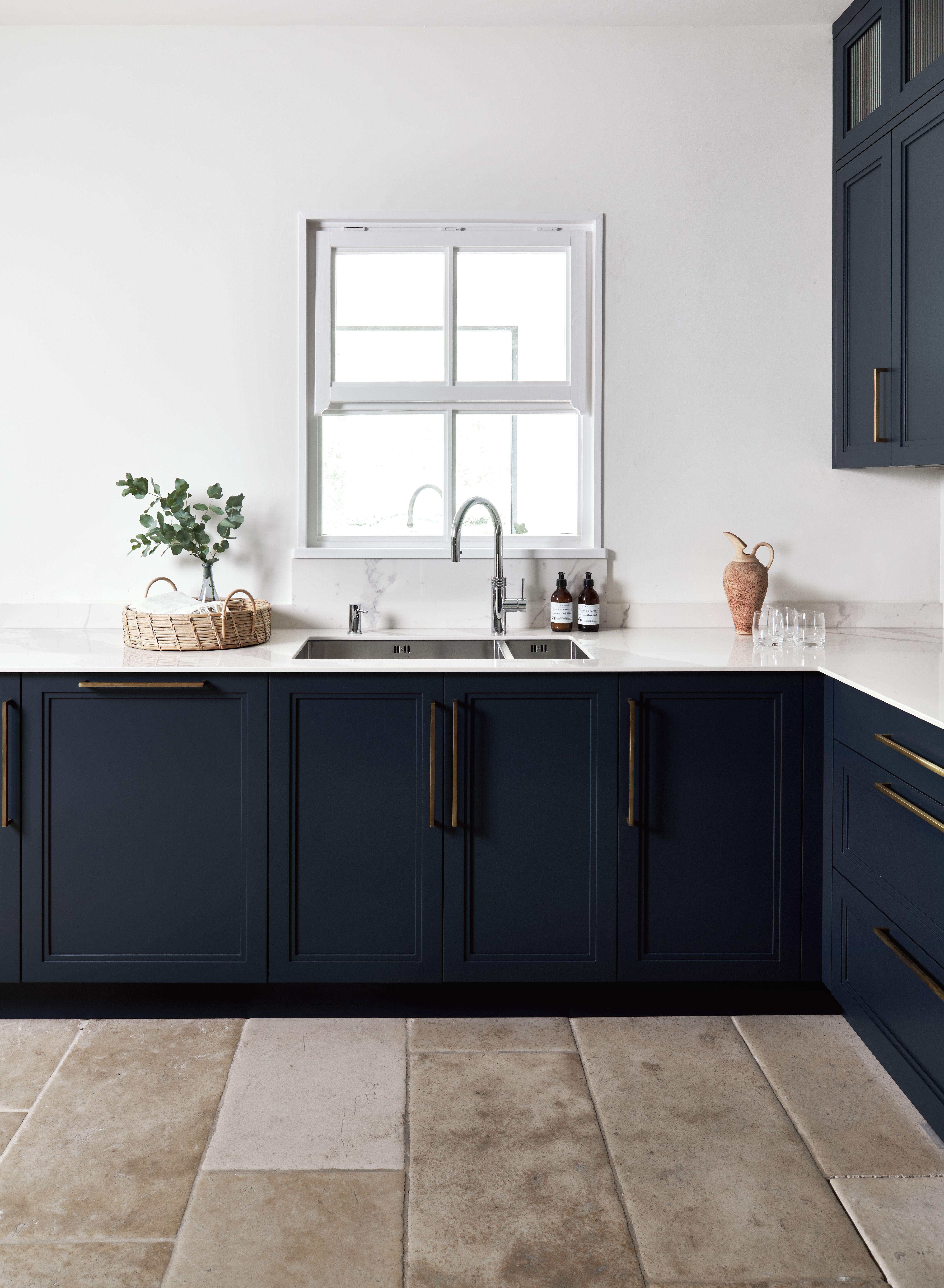 Spray Painted Contemporary Shaker Kitchen In 2020 Kitchen Door Handles Dark Blue Kitchen Cabinets Blue Shaker Kitchen