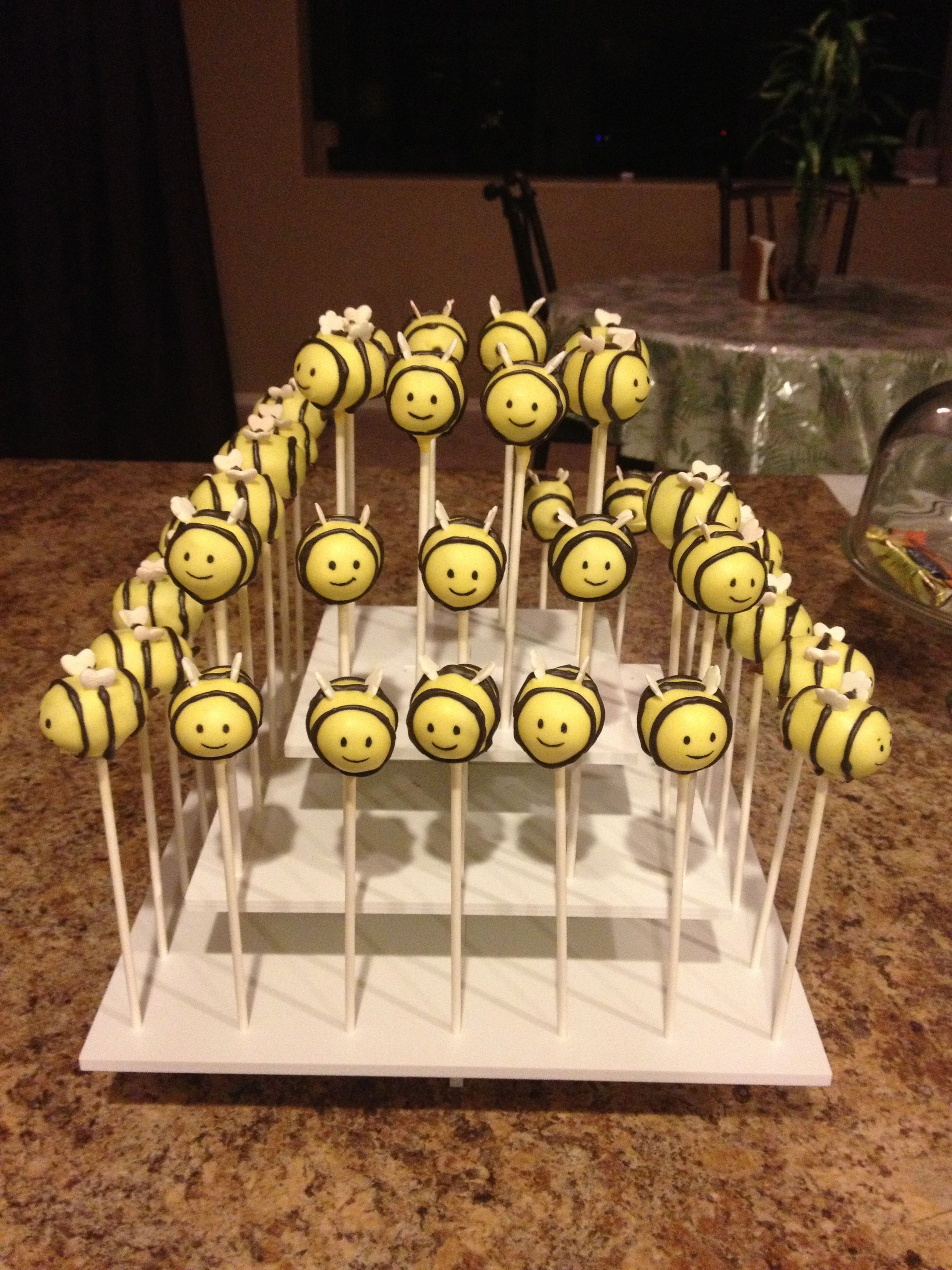 Bumble bees from yellow cake pops with images cake