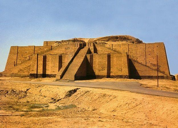 the great architecture of the ziggurat of ur in iraq www