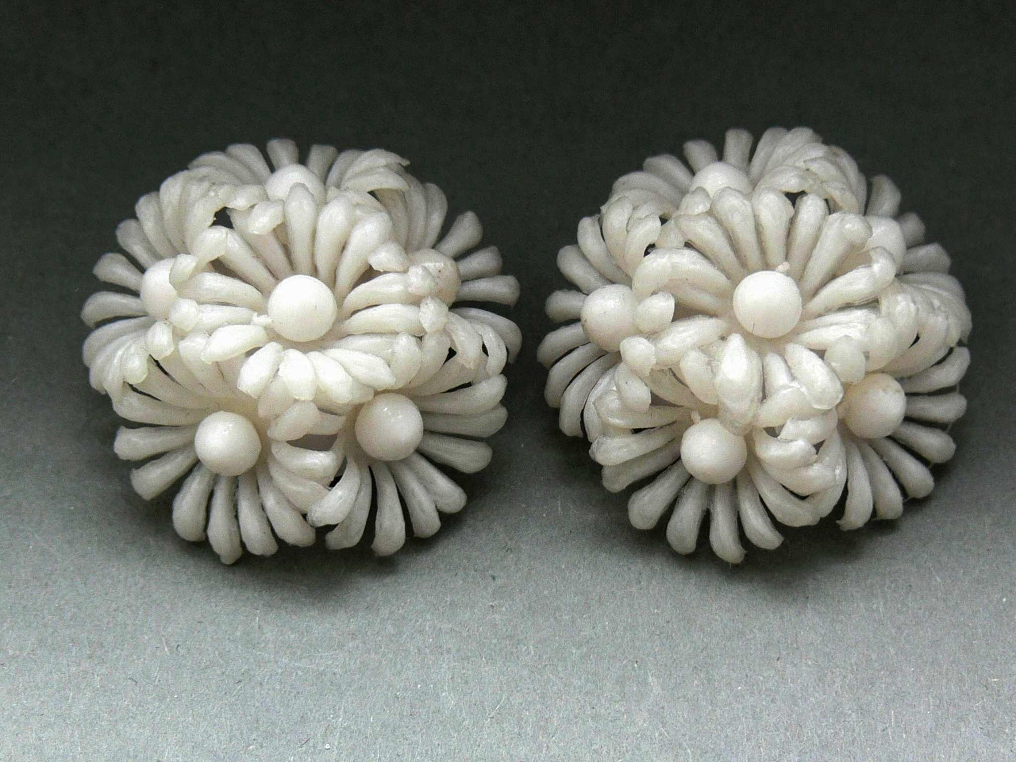 Large 1960s White Plastic Flower Clip Earrings Glitzmuseum