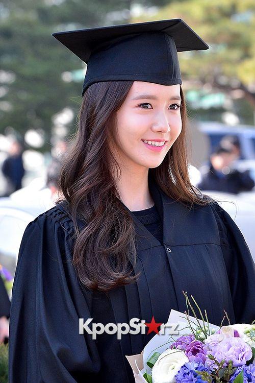 Yoona At Dongguk University Graduation Ceremony Im Yoona In 2019
