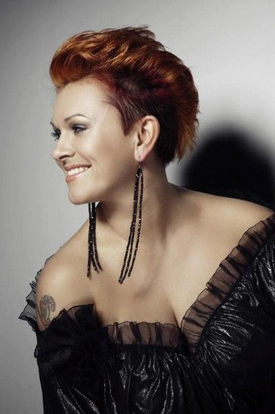 Beautiful stylish mohawk hairstyle Why are women so afraid of short hair?  This is absolutely beautiful!