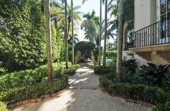 6 Bedroom Luxury Waterfront Home in Coconut Grove - Miami