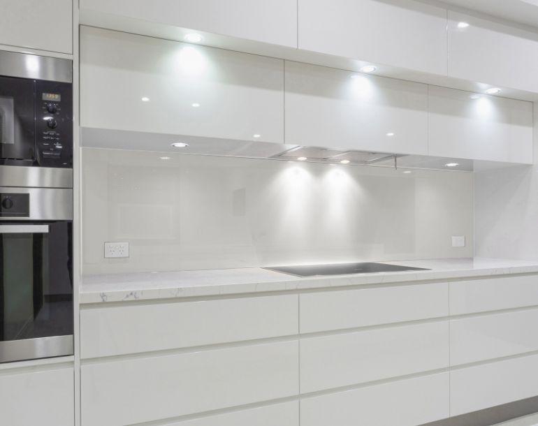 Küchenrückwand Glas, Wandpaneel feuchtraumgeeignet WEISS ...
