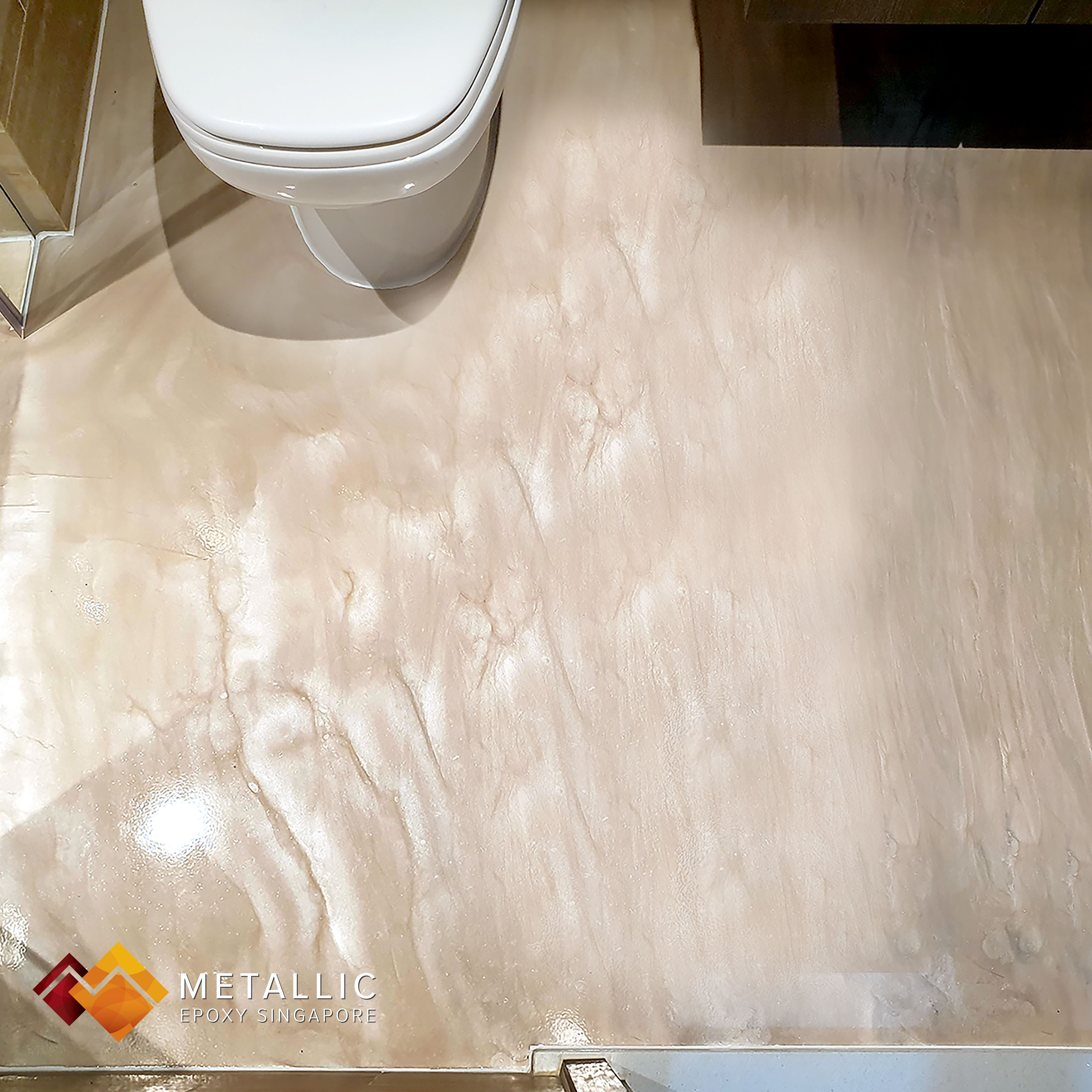 A Lovely Metallic Epoxy Wood Theme Coating Created With From A Light Brown And Coffee Mix For This Bathroom Inspiration Modern Epoxy Floor Metallic Epoxy Floor