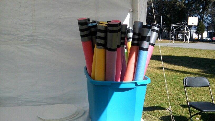 Una manera sencilla de hacer sables popotes de alberca for Materiales para construir una alberca