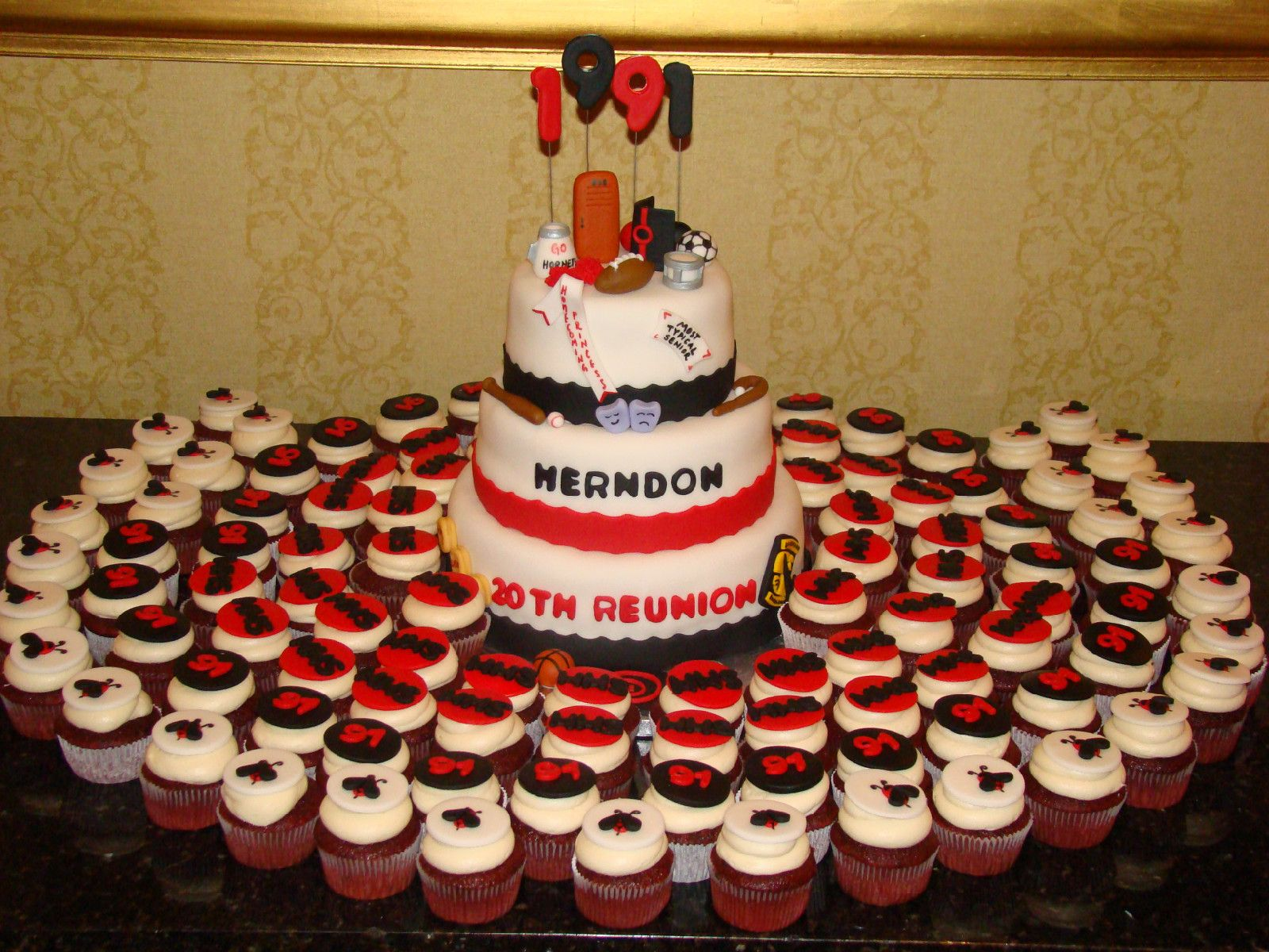 Hhs Class Of 91 20th Reunion Cake And Cupcakes Class Reunion
