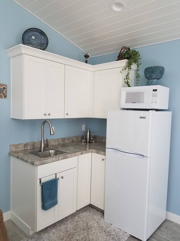 "Maple painted White cabinets with ""Cipollino Bianco ... on Maple Cabinets With White Countertops  id=34550"
