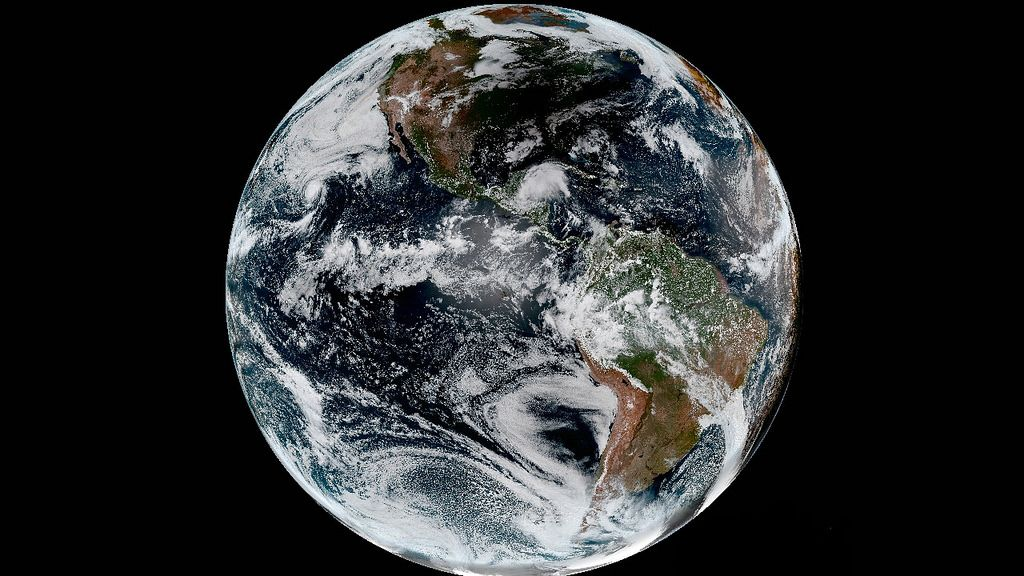 Eclipse From Space Goes Full Disk Weather Satellite Solar Eclipse Earth From Space