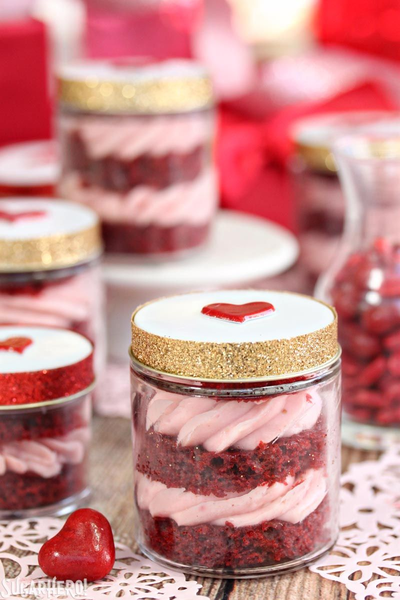 Red Velvet Cake In A Jar Is A Whole New Way To Enjoy Red Velvet Cake They Re Portable Giftable And Adorabl Mason Jar Desserts Dessert In A Jar Cake In A