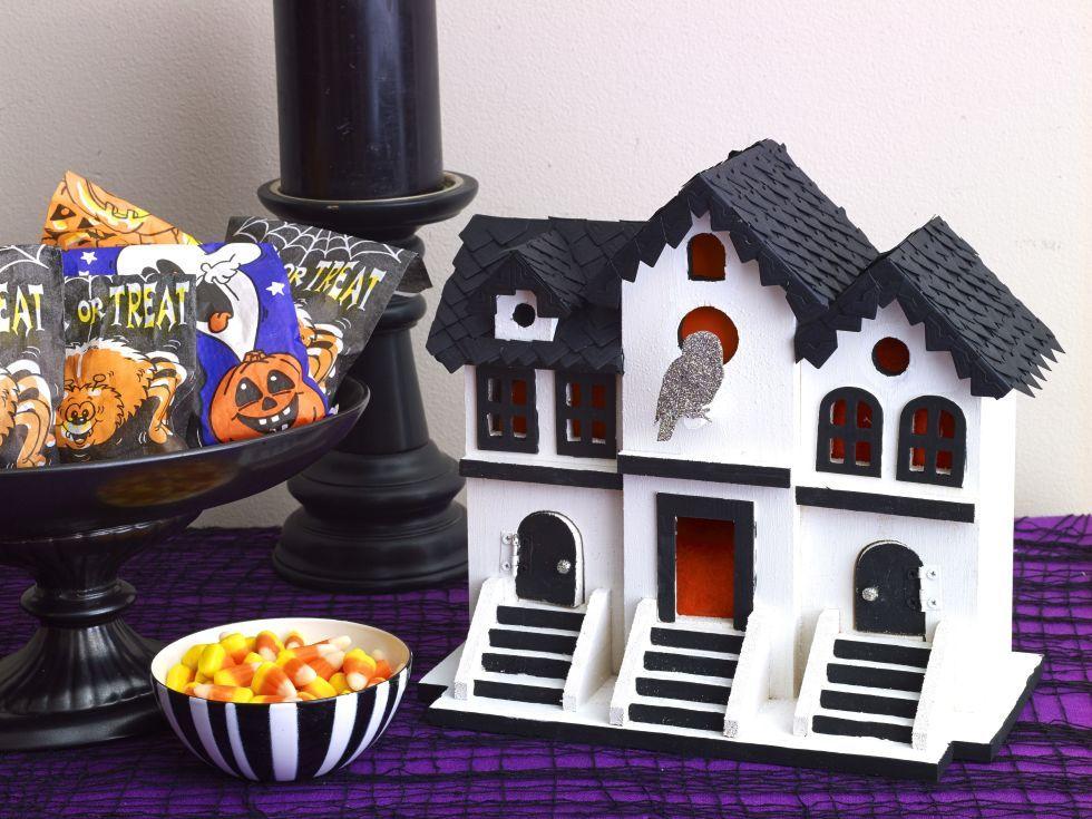 50 of the Easiest, Spookiest Halloween Decorating Ideas Spooky - halloween homemade decoration ideas