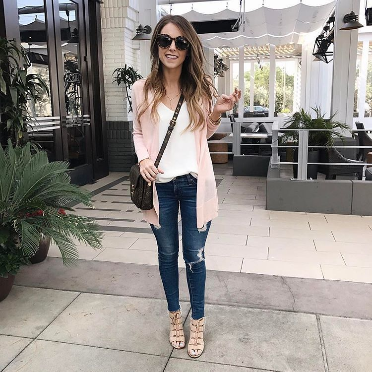 We love this blush cardi  via @darylanndenner  Go check it out - So cute!  #mystyle #springfashion  http://ift.tt/2mPOnfz