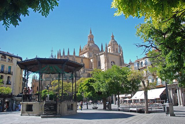 Segovia - Catedral (viewed from the Plaza Mayor) by WVJazzman, via Flickr