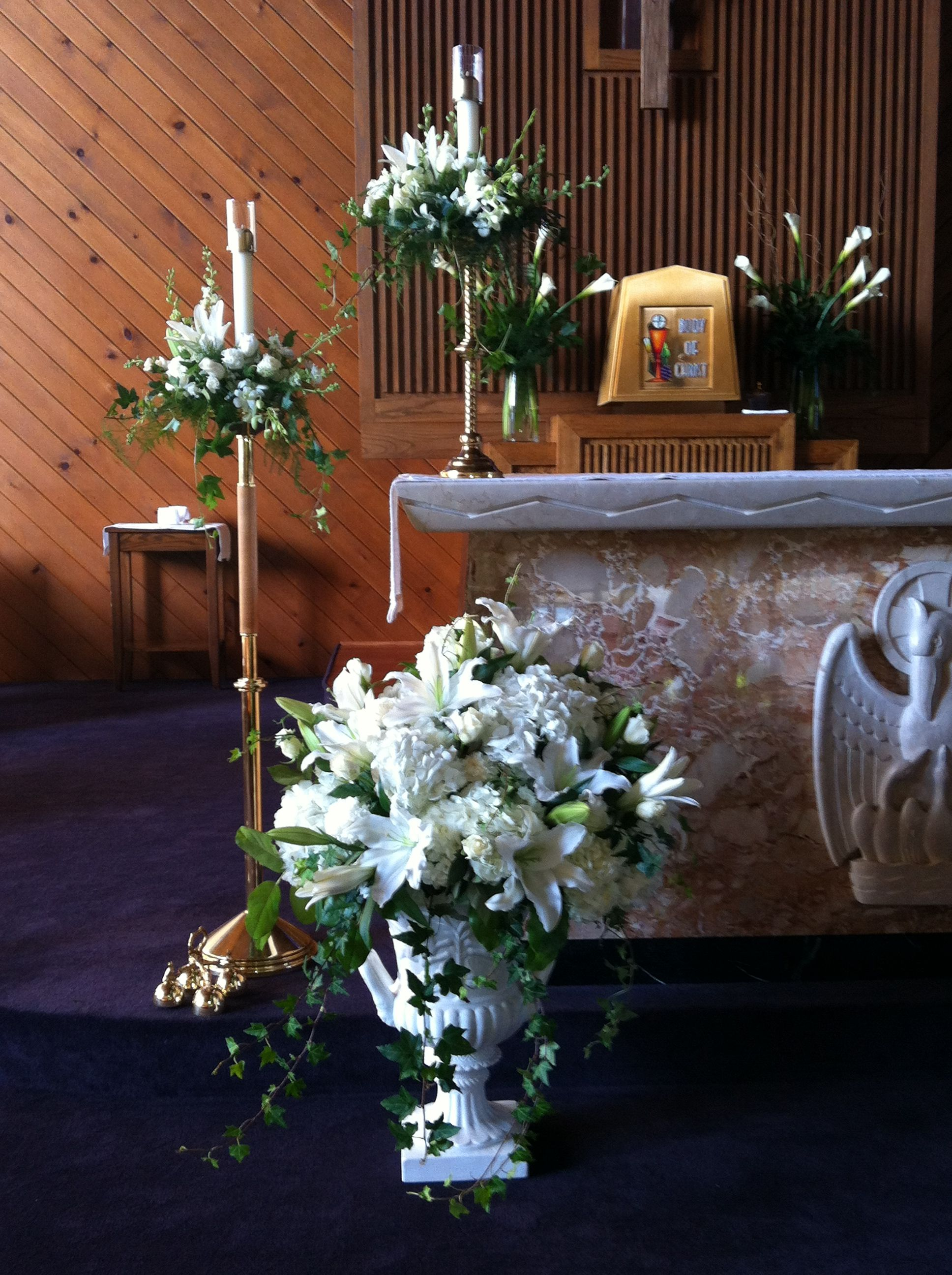 Altar decorated for first holy communion | Church flowers ...