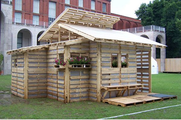 17 Best 1000 images about pallet house on Pinterest