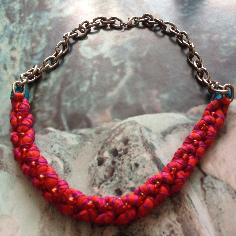 7599c3aea93b Collar con trenza de retazos e hilo