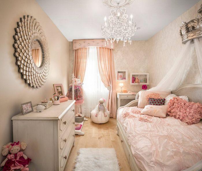 Mädchen Jugendzimmer Ideen Prinzessinnen Zimmer Bett Design Mit Vielen  Dekorativen Kissen Spiegel An Der Wand Märchenhaftes